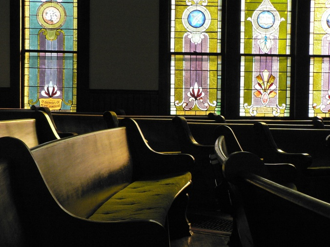 pews-and-stained-glass-1217331-1600x1200