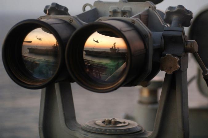 binoculars-67535_1920.jpg