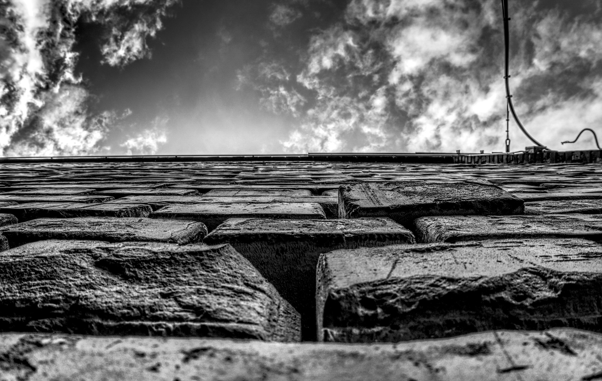 wall-2848475_1920